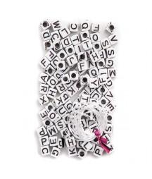 Białe koraliki - kostki z Alfabetem