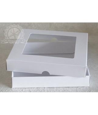 Pudełko kwadratowe z okienkiem białe na kartkę 15x15 cm